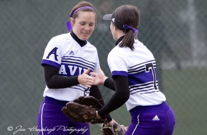 Kaycee (left) and Sam (right) Dexter combined to drive in 6 runs and score 4 more in Avila's game two win Wednesday. (Photo C