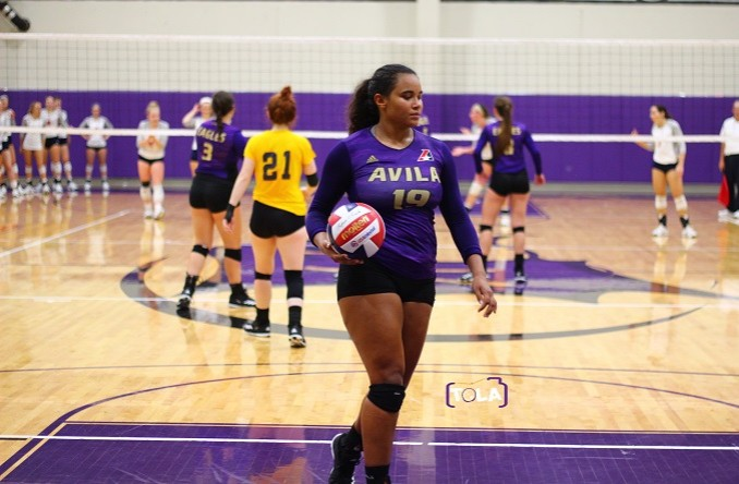 Cydney Newton racked up 16 kills in Avila's 4-set loss at USM Tuesday night. (Photo Credit: Talal Alaseeri)